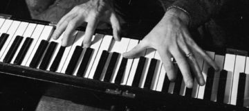 Eleven digits: Pianists in London play with extra robotic thumb