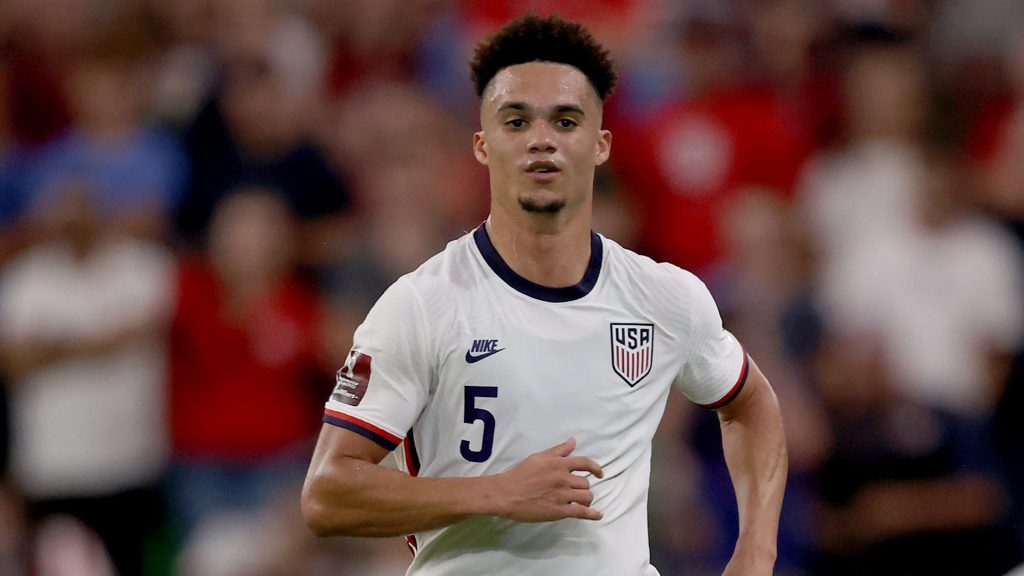 Antonee Robinson claims USMNT must be 'ruthless' against Costa Rica