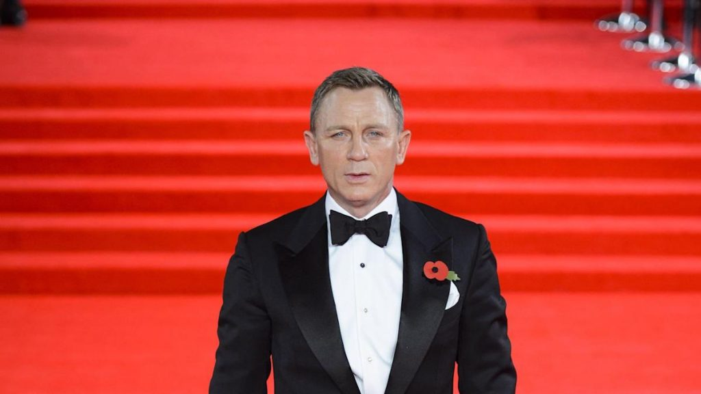 Daniel Craig discusses why he chooses to go to gay bars